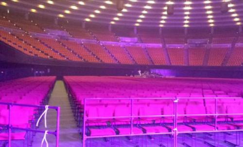 大阪城ホール関ジャニ∞アリーナ最前列見え方感想や3月女性服装