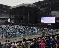 日産スタジアム9月雨の日服装