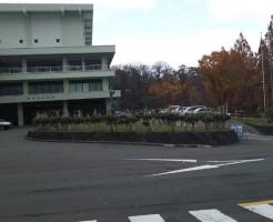 秋田県民会館駐車場